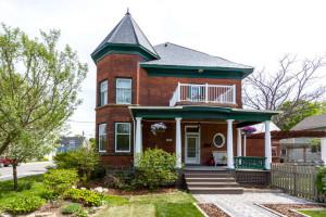 90-Lake-Ave-E-Carleton-Place-small-001-37-Exterior-Front-666x444-72dpi