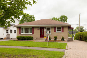 1994 Olympia Crescent Ottawa-large-001-3-Front Exterior-1500x1000-72dpi