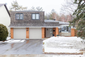 7 Bearbrook Rd Ottawa ON K1B-large-001-1-Front Exterior-1500x1000-72dpi