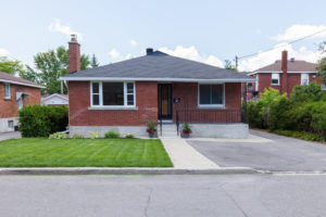 648 Cole Ave Ottawa ON K2A 2B7-large-001-21-Front Exterior-1500x1000-72dpi